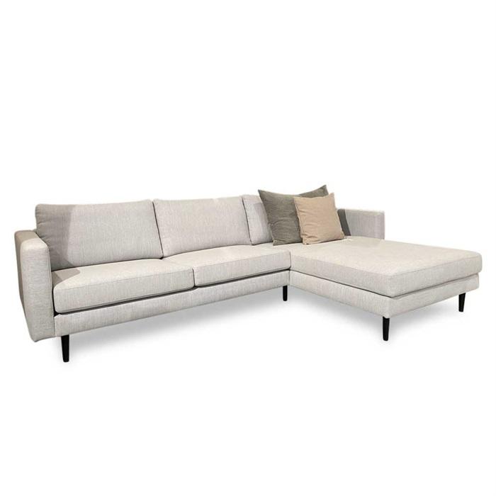 Nabbe 2,5-personers Sofa med Chaiselong til Højre – Lys grå opst. 76